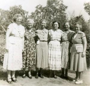 Irene Burkhalter Hamilton, Dessie Cunningham Gray, Unknown (Burkhalter daughter), Velma Cunningham Elder, Florence Burkhalter Steele, and Manila Cunningham Case.